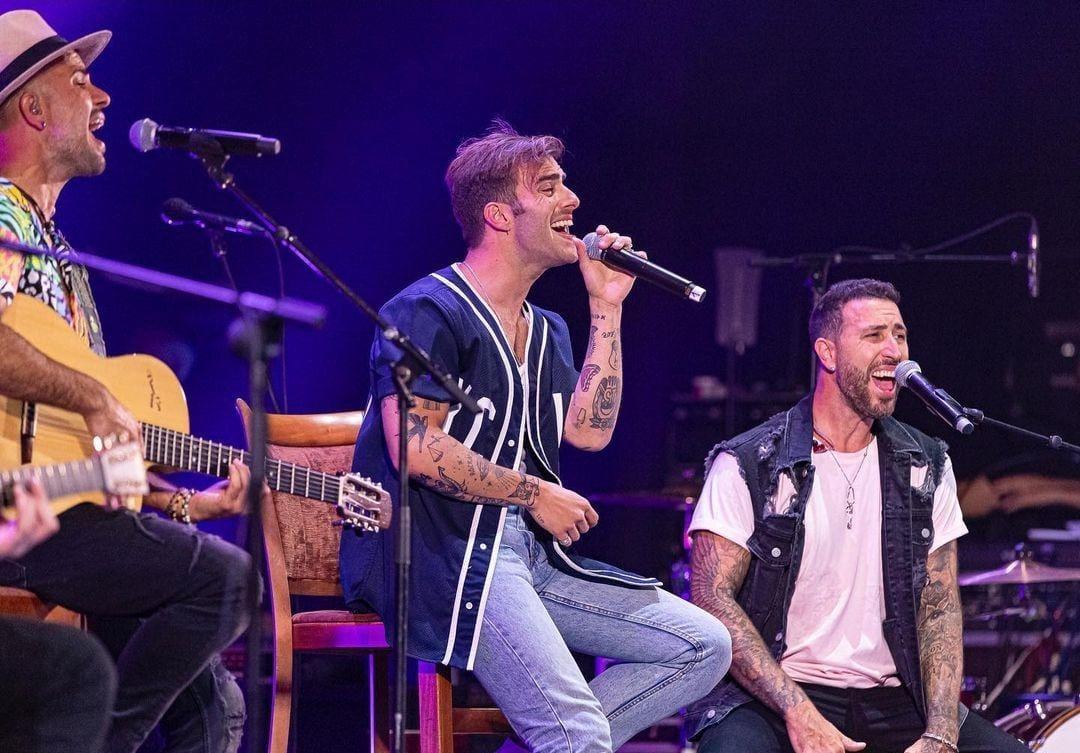 Efecto Pasillo y Álvaro de Luna durante el concierto // Foto: @danielgonzalezphoto // Fuente: @efectopasillo