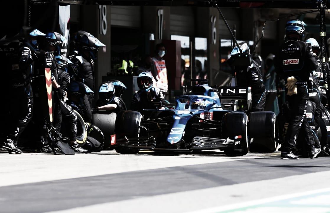 Alonso realizando su parada (fuente: f1.com)