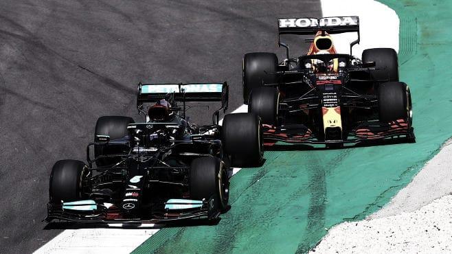 Hamilton adelantando a Versappen (Fuente: f1.com)