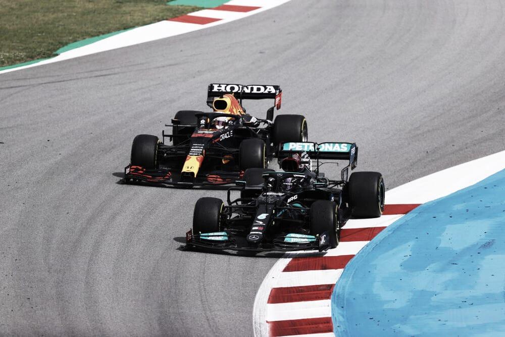 Hamilton adelantando a Verstappen (Fuente: f1.com)