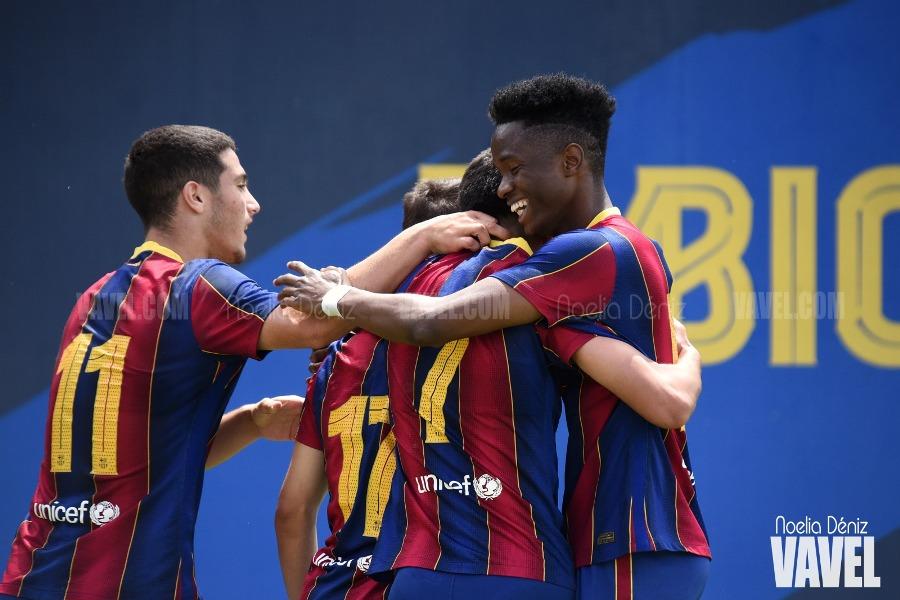 Moussa y Ángel celebrando con Ilias su gol. Foto: Noelia Déniz, VAVEL