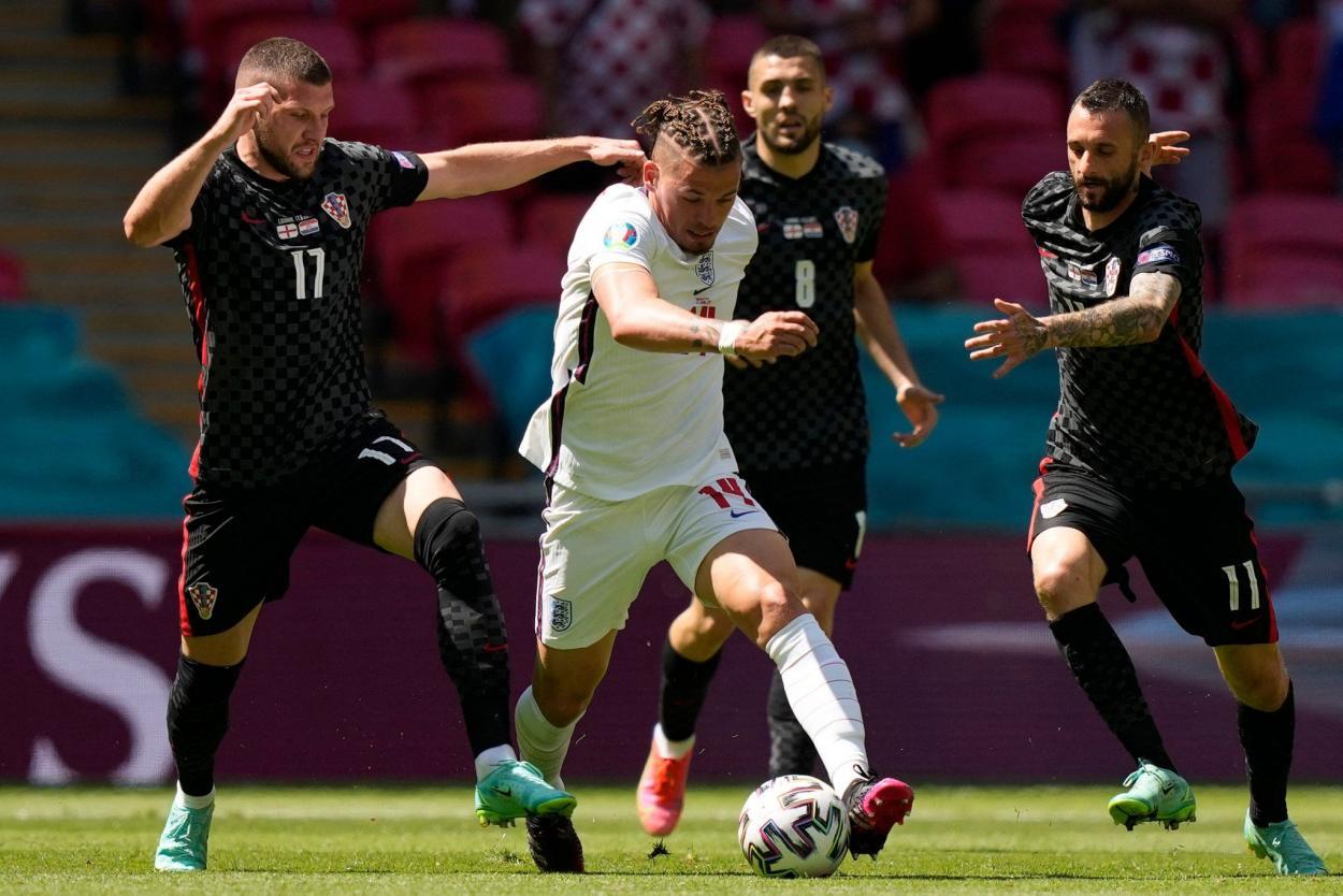 Kalvin-Phillips superando rivales / FOTO: UEFA