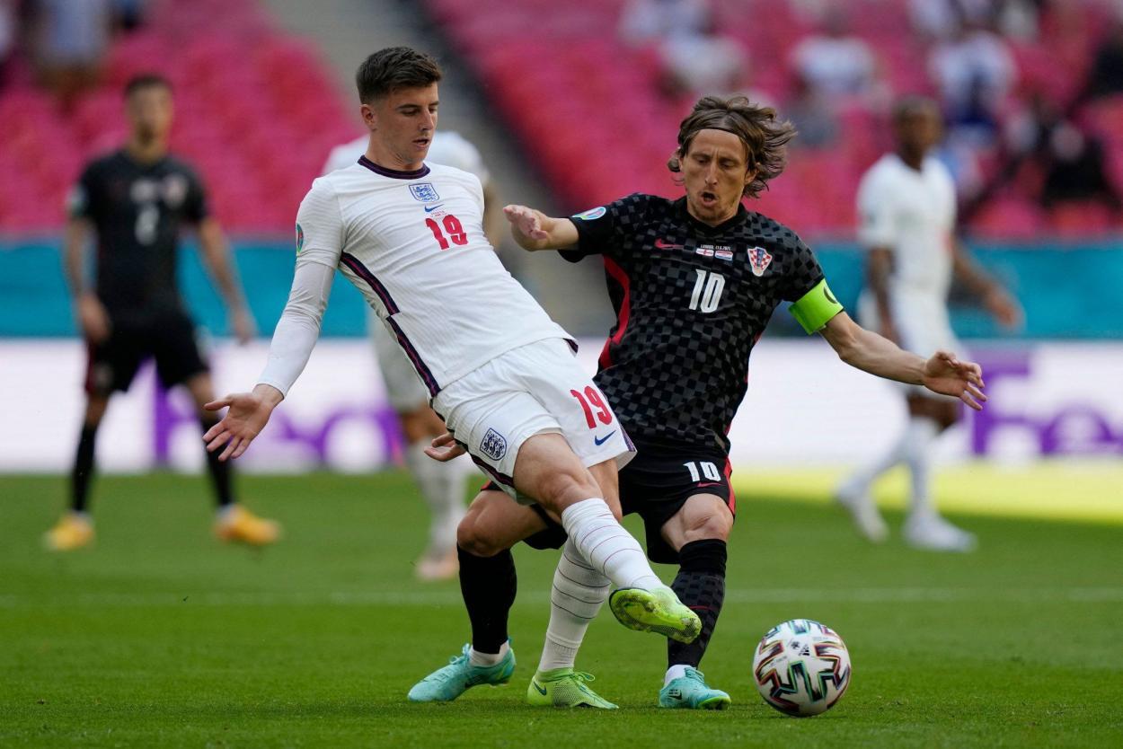 Mount y Modric, duelo de cerebros / FOTO: UEFA
