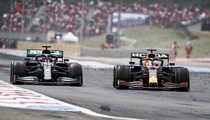 Adelantamiento de Verstappen a Hamilton. (Fuente: f1.com)