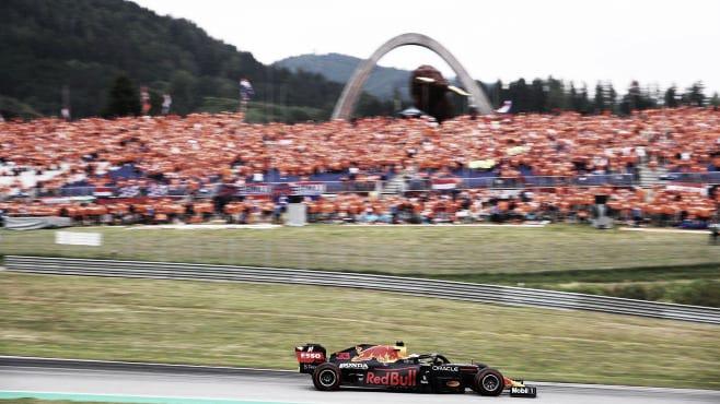 Verstappen y la 'marea naranja'. (Fuente:f1.com)