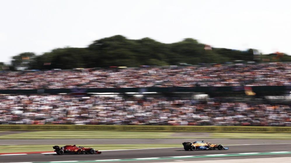 Sainz atascado detrás de Daniel Ricciardo. (Fuente:f1.com)