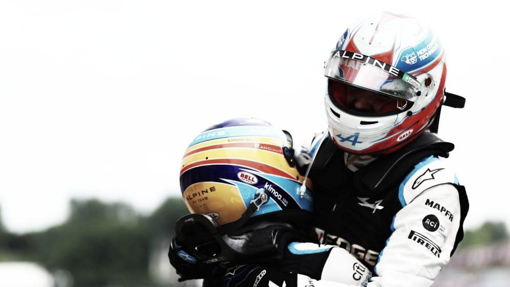 Fernando Alonso celebrando la victoria con su compañero Esteban Ocon. (Fuente: f1.com)