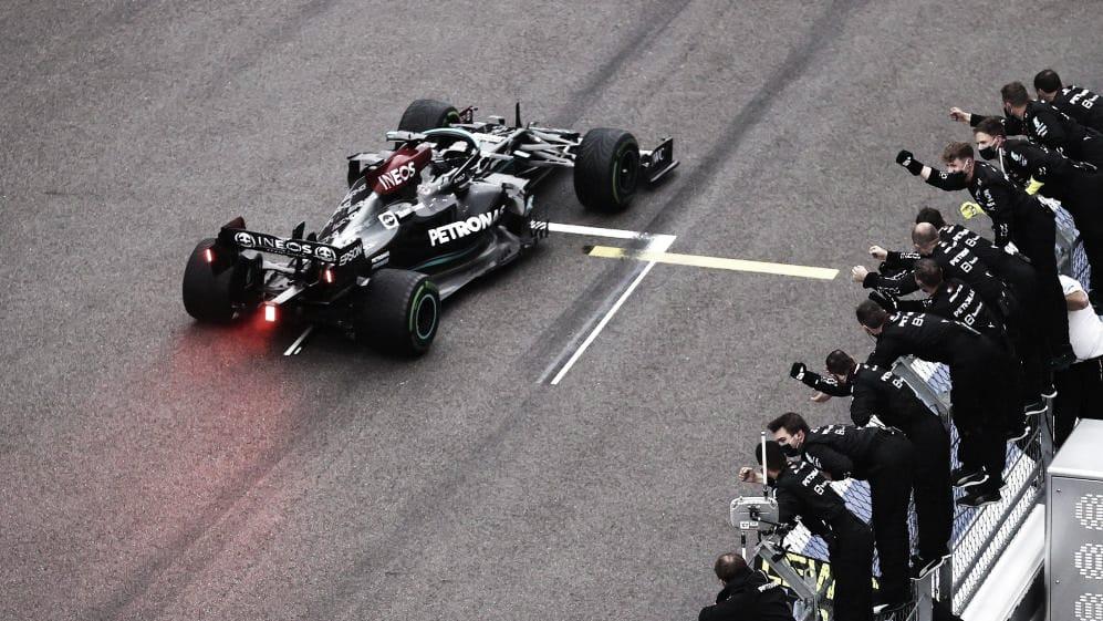 Hamilton ganando su carrera número 100.(Fuente: f1.com)