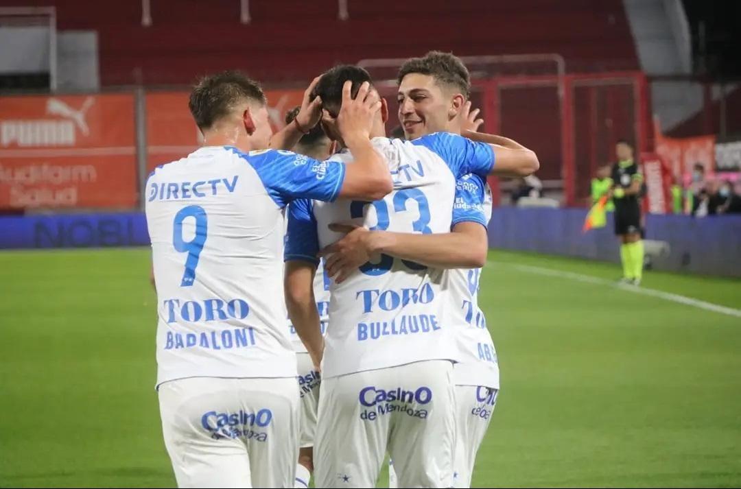 <strong><a href='https://vavel.com/ar/futbol-argentino/2021/09/13/godoy-cruz/1085774-el-tomba-se-devoro-al-tiburon.html'>Ezequiel Bullaude,</a></strong> joven joya del Tomba. Foto: Prensa CDGCAT.