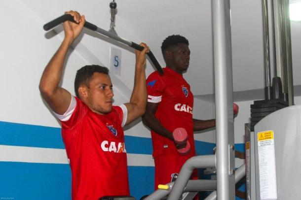 Atacante Renan Gorne celebra primeiro gol como profissional no Brasil (Foto: Jorge Luiz/Paysandu)
