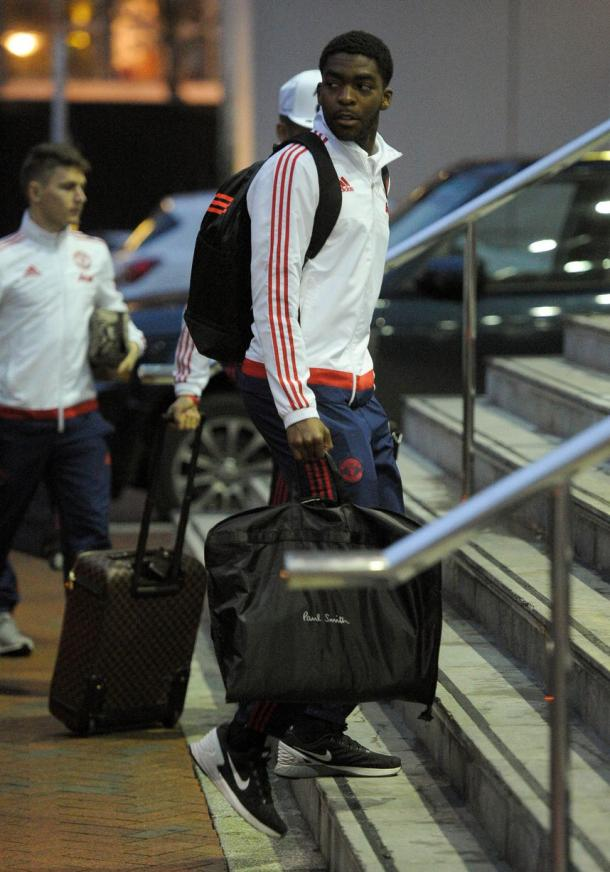 Williams arriving with the first team squad | Photo: Manchester Evening News