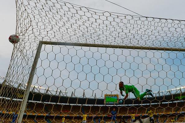 Golaço de Willian nos minutos finais deixa Brasil em vantagem (Foto: Raul Arboleda/AFP/Getty Images)