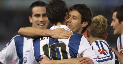 Aranburu y Xabi Prieto, los dos últimos capitanes de la Real Sociedad. Fotografía: Mundo Deportivo.