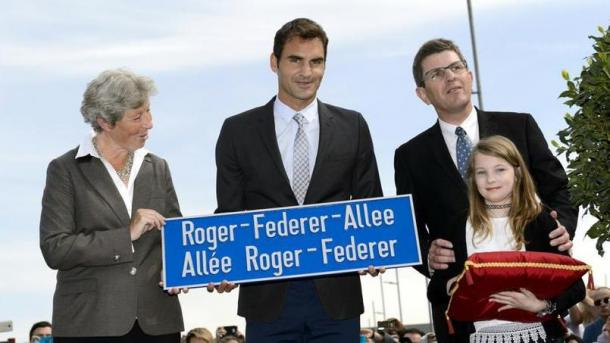 Federer poses with the new street sign. Credit: Keystone