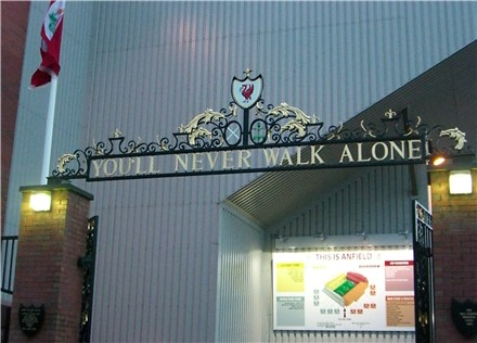 Puertas Shankly en el Anfield Road de Liverpoo (PD).