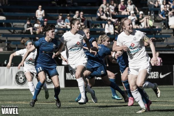Yael Averbuch (center) can play in the midfield or the backline (Source: Brandon Farris - Vavel)
