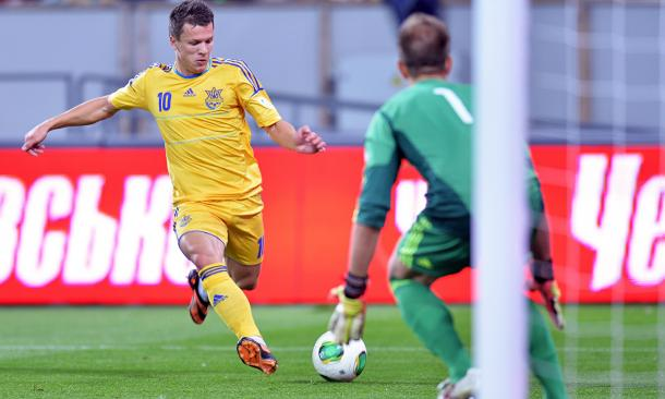 Konoplyanka in international action for Ukraine | Photo: Sergei Supinsky/AFP/Getty Images