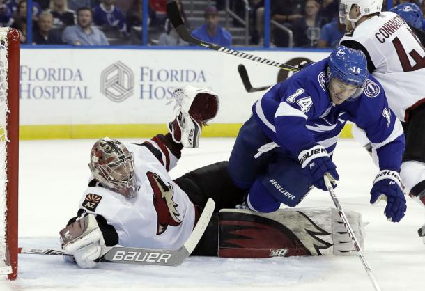 Arizona goalie Antti Raanta battles to keep his crease clear vs Tampa Bay. (Photo: AP/Chris O'Meara)