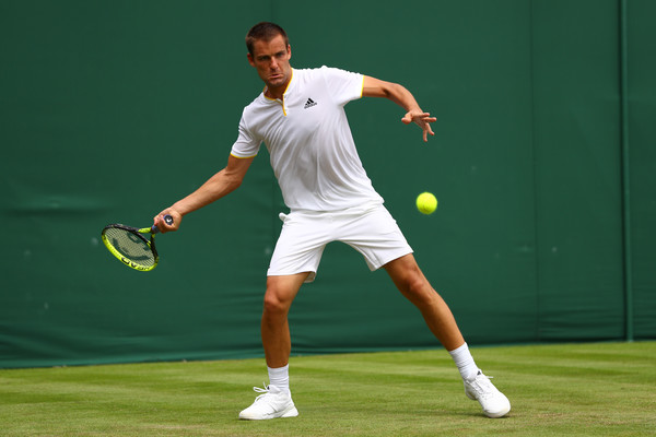 Mikhail Youzhny strikes a forehand. Photo: Michael Steele/Getty Images