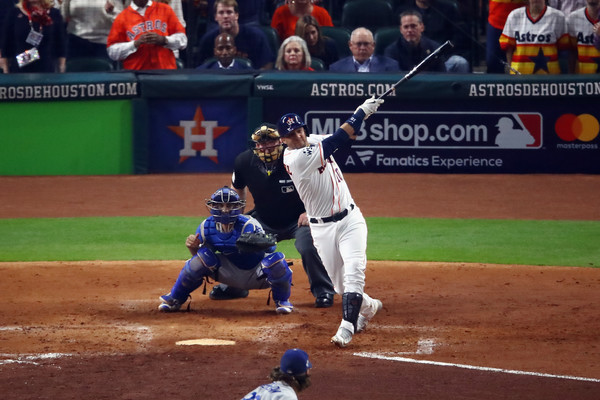 Gurriel's blast tied Game 5 in the fourth inning/Photo: Ezra Shaw/Getty Images