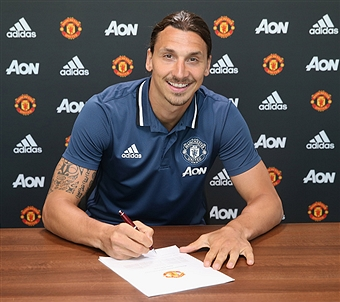 Ibrahimovic putting pen to paper on his lucrative contract at United.