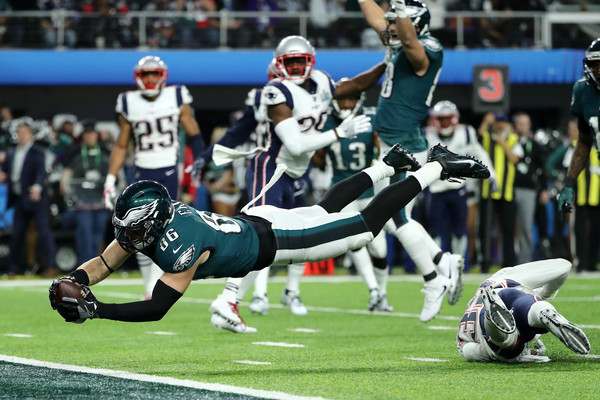Ertz dives in for the eventuall Super Bowl-clinching score/Photo: Elsa/Getty Images