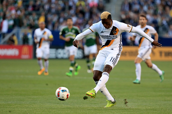 Gyasi Zardes taking a shot during against the Portland Timbers | Photo: Getty Images