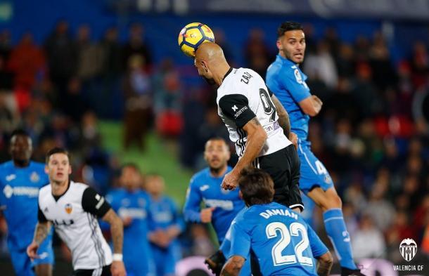 Zaza tuvo oportunidades para igualar de cabeza   Fotografía: Valencia CF