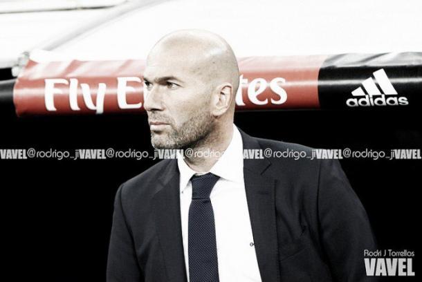 Zidane en el banquillo del Real Madrid | Foto: Rodri J. Torrellas - VAVEL