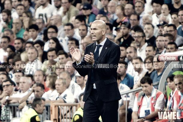 Zidane da órdenes durante un partido | Foto: Daniel Nieto (VAVEL)