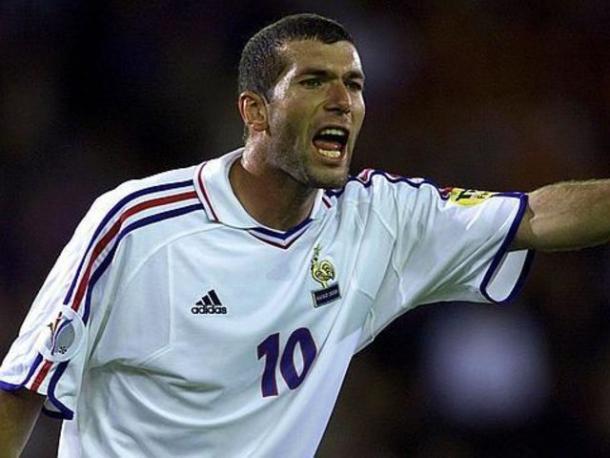 Zinedine Zidane fue nombrado mejor jugador de aquella Euro (Foto: depor.com)