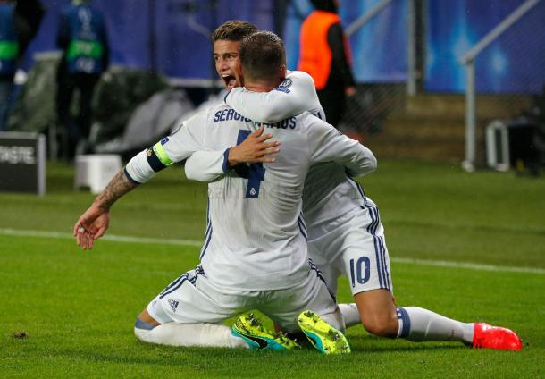 James y Ramos celebran el gol del empate. Real Madrid