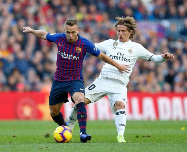 Arthur y Modric en un clásico del pasado año / Foto: realmadrid