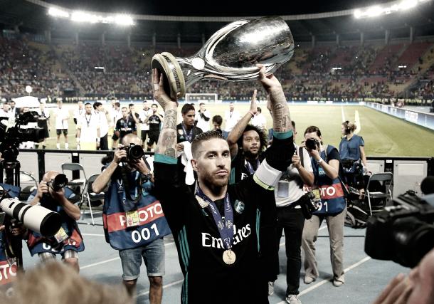 ¡Ramos levanta el trofeo de campeones! | Foto: Antonio Villalba (Real Madrid C.F.)