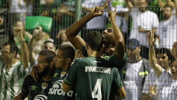Luiz Otávio celebrando el 2-1 final. | Foto Andre Penner /AP