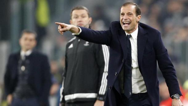 Alegri, ordenando a los suyos en el partido de Champions League frente al Barcelona. // Fuente: Juventus