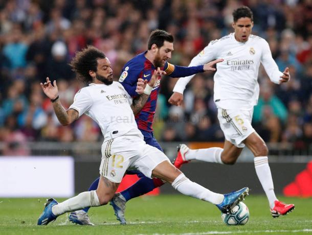 Marcelo frena a Messi en el clásico. Real Madrid