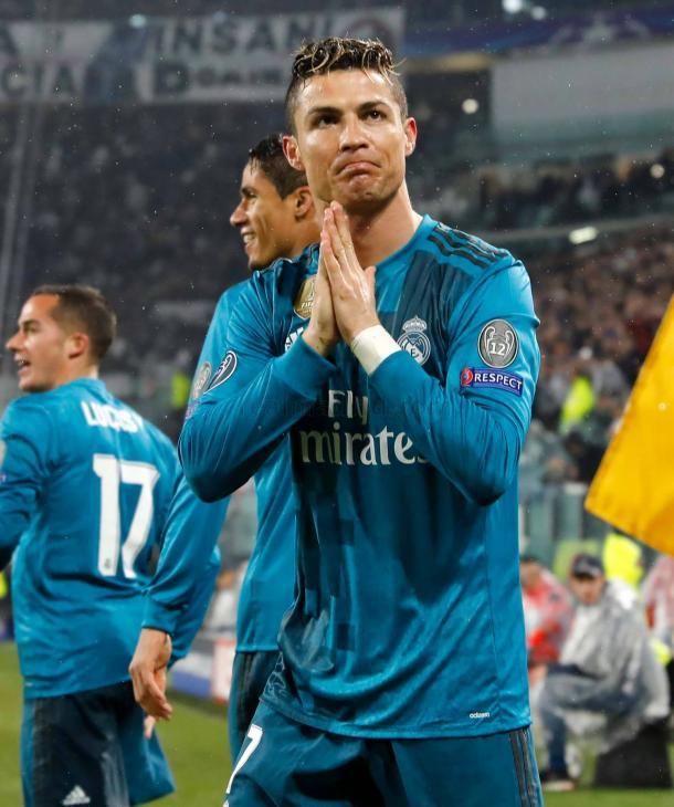 Cristiano agradece la ovación de los aficionados italianos | Fuente: Real Madrid
