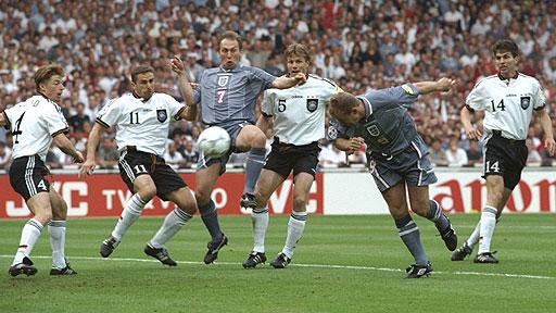 Shearer abrió la cuenta ante Alemania. Foto: BBC