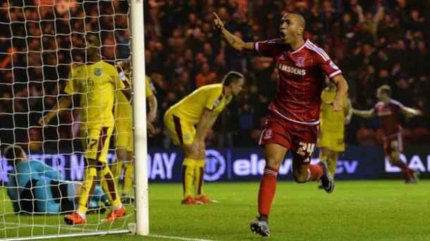 Nsue celebra su gol de la victoria ante el Burnley. Foto: BBC