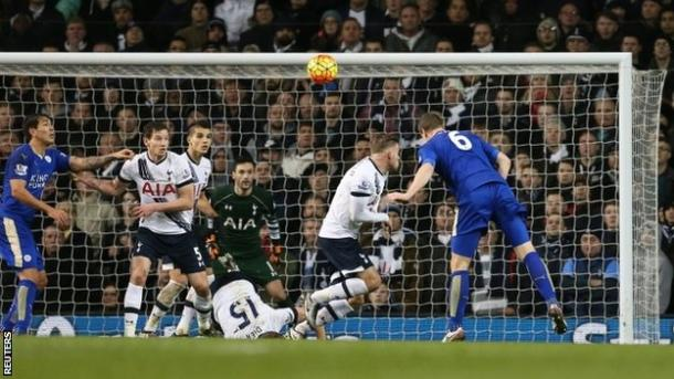 Huth segna di testa il gol-vittoria del suo Leicester contro il Tottenham (fonte: bbci.co.uk)