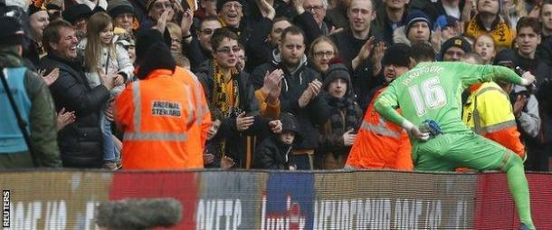 Jakupovic goes over to celebrate his hard-earned clean sheet, with his daughter (far left) | Picture source: BBC