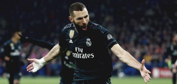 Karim Benzema celebrando el gol ante al Ajax. Fuente: Real Madrid