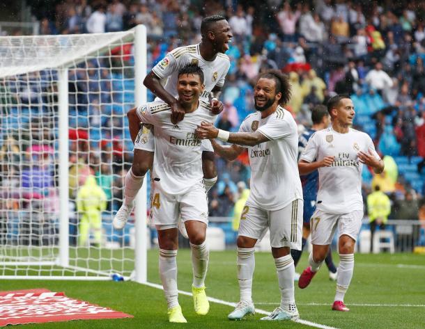 Los jugadores del Real Madrid celebrando el gol de Casemiro frente al Levante (3-2) en el Santiago Bernabéu | Foto: Web Oficial del Real Madrid