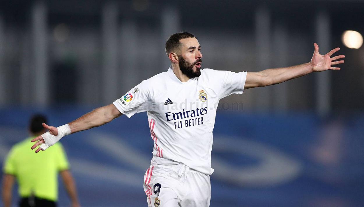 Benzema celebra su gol contra el Granada. Fuente: realmadrid.com