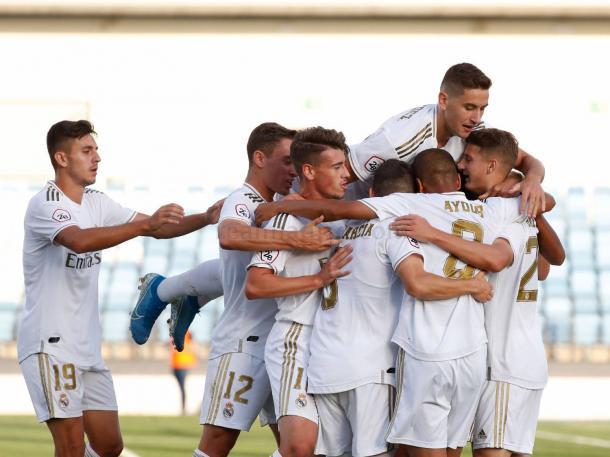 Los jugadores del Real Madrid Castilla celebran uno de los tantos ante el Pontevedra; Ayoub, por su parte, anotó ante el conjunto gallego | Fuente: www.realmadrid.com