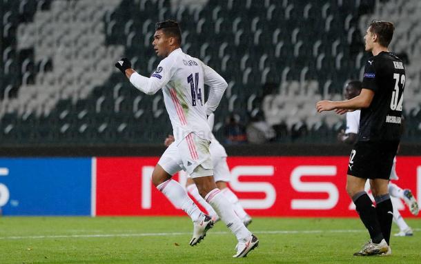 Casemiro celebra el empate a dos en el Borussia Park   Fuente: www.realmadrid.com