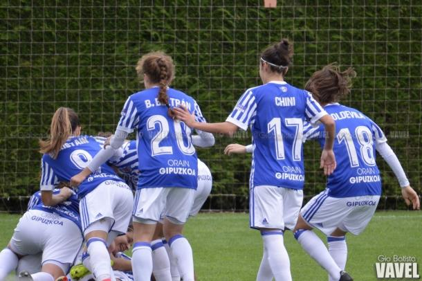 Las jugadoras realistas celebrando el gol de Manuela Lareo. Foto: Giovanni Batista (VAVEL)