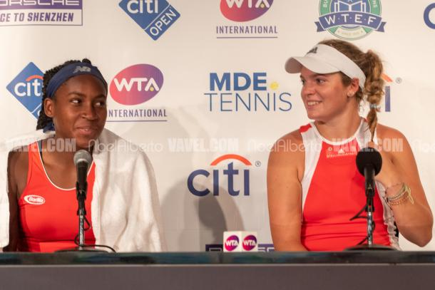Coco Gauff and Caty McNally react to a question asked in press (Noel Alberto/VAVEL USA)