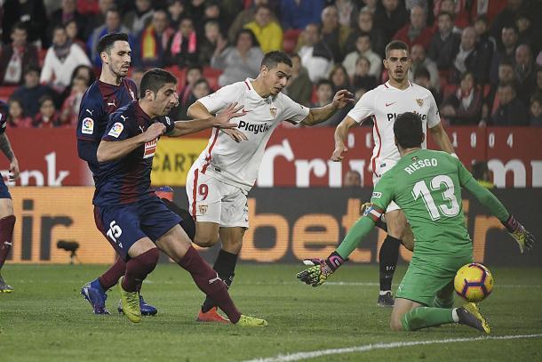 Ben Yedder marcando el primer gol sevillista | Foto: Sevilla FC